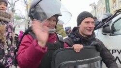 Різдво з копами: як поліцейські Києва розважають дітей – відео