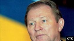 Леонид Кучма Украина президентлигига келиши мумкин икки номзод сиëсатига жиддий шубҳа билан қараëтганини айтади.