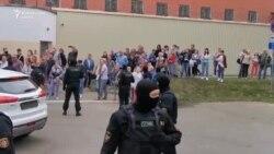 Bătăi și umilințe pentru protestatarii arestați în Belarus