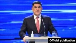 Mantan Wakil Menteri Dalam Negeri Kursan Asanov, ditangkap pada 26 Januari atas tuduhan meragukan menyita gedung negara selama kerusuhan di Bishkek.