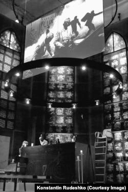 """Кристоф Шлингензиф. Инсталляция """"Церковь страха перед чужим во мне"""" в павильоне Германии на Венецианской биеннале, 2011 г."""