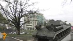 Танке ки дар маркази Душанбе аст рамзи чист?