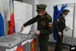 Russian officers vote at a polling station in Rostov-on-Don on September 17.