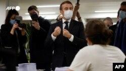 """საფრანგეთის პრეზიდენტის, ემანუელ მაკრონის სტუმრობა """"ყოველთა სომეხთა ფონდის"""" ფრანგულ ფილიალში 2020 წლის 22 ნოემბერს"""