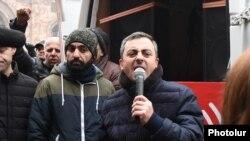 Представитель Верховного органа АРФ «Дашнакцутюн» Ишхан Сагателян во время митинга на Площади Республики в Ереване, 22 декабря 2020 г.