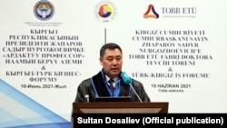 Президент Садыр Жапаров ТОВВ университетинде сүйлөп жатат. 10-июнь, 2021-жыл.