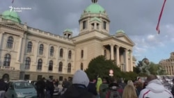 Beograd: Protest i na vratima Skupštine Srbije