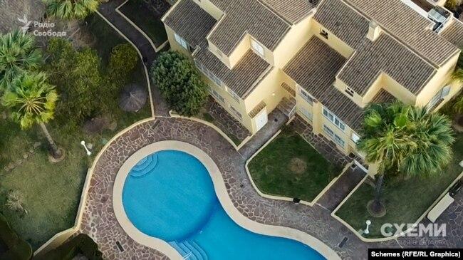 У невеликому старовинному містечку Хавеа провінції Аліканте (Іспанія) розташований будинок, який з 2013 року належить подружжю Герасимова-Бухалової