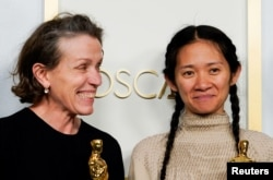 Glumica Frances McDormand i režiserka Chloe Zhao filma Zemlja nomada