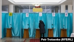 Ղազախստան - Խորհրդարանական ընտրությունների քվեարկությունը Ալմաթիի ընտրատեղամասերից մեկում, 10-ը հունվարի, 2021թ․