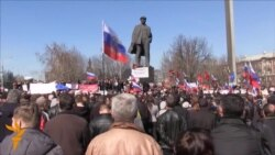 Donetsk Protesters Demand Return Of Yanukovych