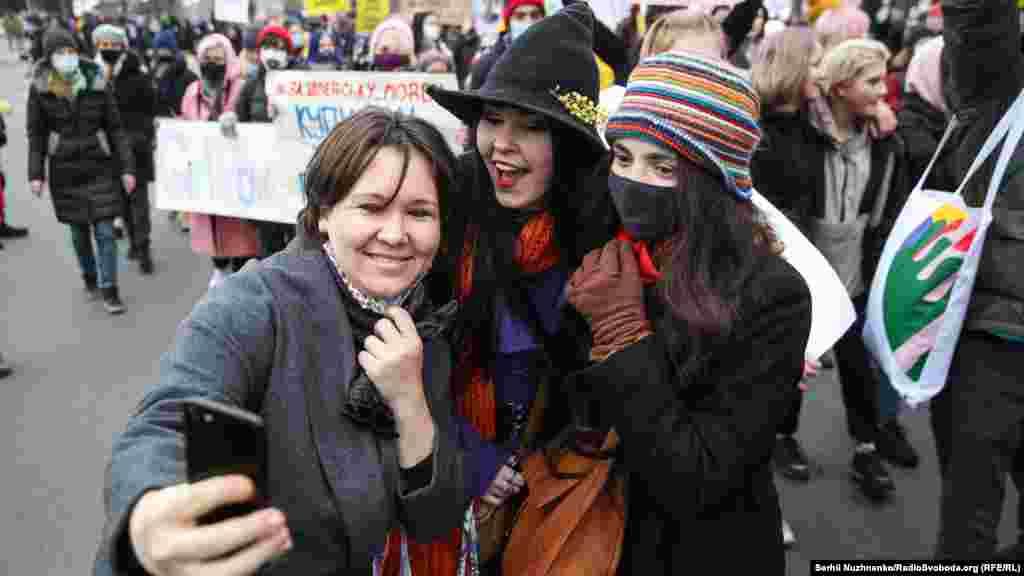 Такой марш в центре Киева на 8 марта уже стал традицией