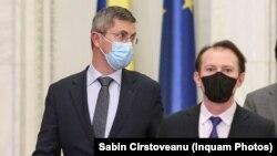 Președintele USR PLUS Dan Barna (stânga) și premierul PNL Florin Cîțu, într-o nouă confruntare. De astă dată, sub pretextul PNDL3 și după demiterea lui Stelian Ion, ministrul USR PLUS de la Justiție