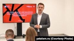 """Рөстәм Рамазанов """"Үз телем"""" бәйгесе презентациясендә"""