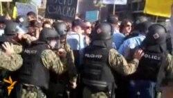 Со специјалци против мирен протест