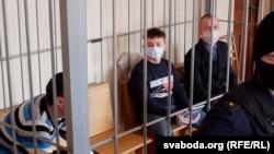 Мікіта Залатароў (у цэнтры) падчас суду