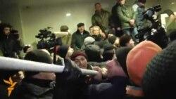 Protestatarii în interiorul Parlamentului