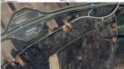 Ez pedig a Google Maps 2020-ban készült műholdfelvétele ugyanarról a területről. Itt is narancssárgával jelöltük be azokat az ingatlanokat, amelyek valóban léteznek, nem csak papíron. Grafika: Németh Dóra - Szabad Európa