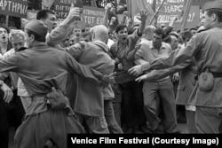 Кадр из фильма Андрея Кончаловского «Дорогие товарищи!»
