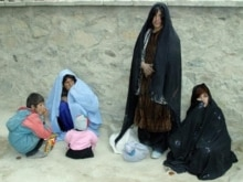Afghanistan - Afghan women wait outside the main hospital in the western Afghan city of Farah, 03Jan2008
