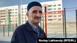 Жаңадан салынған 13-ықшамауданның тұрғыны Мұхамедәлі Бейсенбаев. Алматы, 21 қазан 2020 жыл.