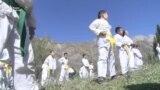 В Аксыйском районе тренер бесплатно обучает детей карате