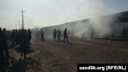 Узбекистан - Рабочие Enter Engineering выступают с протестами против несвоевременной выплаты зарплаты.