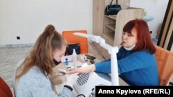 Аня с бабушкой