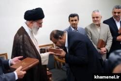 رستم قاسمی در آخرین دیدار کابینه احمدینژاد با رهبر جمهوری اسلامی؛ او از جمله چهرههای نظامی دولت احمدینژاد است که در فهرست پیشنهادی رئیسی هم جا دارد