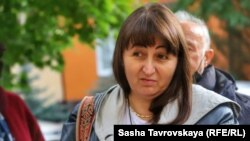 Лейла Яшлавська після виходу з будівлі російської поліції