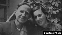 Фёдор Самохин со своей женой Самохиной (Короневой) Раисой Ильиничной, 1958 год.