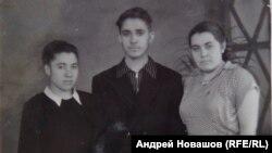 Лидия Ивлева крайняя слева, 1957 год