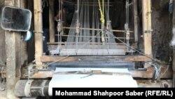 یک کارگاه بافندهگی ابریشم در ولایت هرات