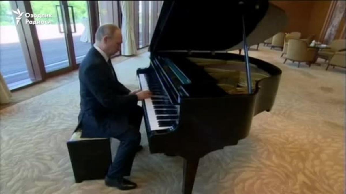 Путин поет и играет на рояле (полная версия) - YouTube