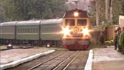 Бронированный поезд, розовые диваны: на чем ездит Ким Чен Ын (видео)