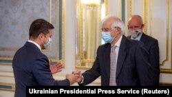 Президент України Володимир Зеленський (л) та голова дипломатії ЄС Жозеп Боррель у Києві, 22 вересня 2020 року