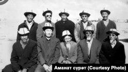 Камал Урустамов жердештери менен (биринчи катарда, солдон экинчи).