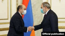 Armenia - Prime Minister Nikol Pashinian meets with Edmon Marukian, the leader of the opposition Bright Armenia Party, March 4, 2021.