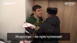 """Белорусская милиция избила журналиста, освещавшего протест на суде над """"граффитчиками"""""""