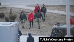 """Безбедносните сили со учесници на протестите на """"Денот на слободата"""" во Белорусија."""