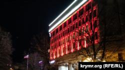 Підсвічування на будівлі російського парламенту Криму