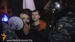 «Козацькі забави» під наглядом «Беркуту» протестували під «елітним» рестораном у Києві