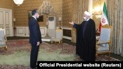دیدار وزیر خارجه چین و حسن روحانی پس از امضای قرارداد همکاریهای بلندمدت