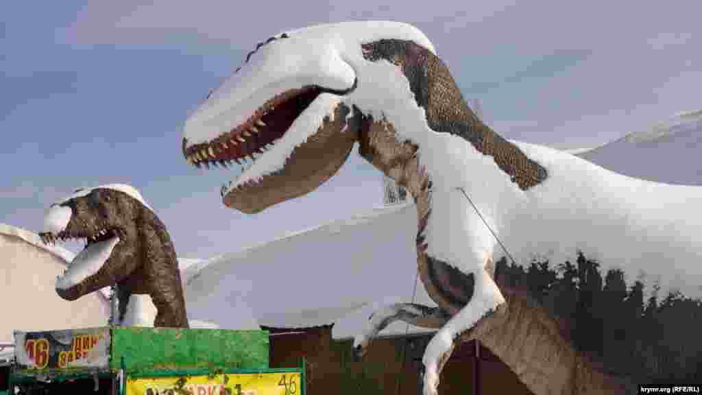 В парку бутафорських динозаврів