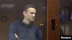 Навалний ҳангоми мурофиаи додгоҳӣ дар рӯзи 5-уми феврал