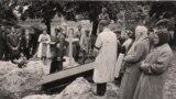 Поховання жертв НКВС у Львові, червень 1941 року Фото:Надане фото Олесею Ісаюк (Courtesy Photo)