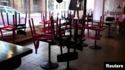 В Ассоциации клуба рестораторов признаются, что некоторые рестораторы начинают распускать работников, так как полагают, что «локдаун затянется».
