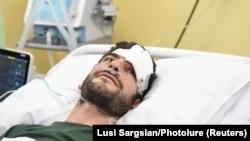 Լեռնային Ղարաբաղում վիրավորված ֆրանսիացի լրագրող Ռաֆաել Յաղոբզադեհը «Էրեբունի» հիվանդանոցում, Երևան, 2 հոկտեմբերի, 2020թ.