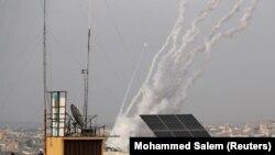 Ракеты, выпущенные из сектора Газа в сторону Израиля, 10 мая 2021 года.