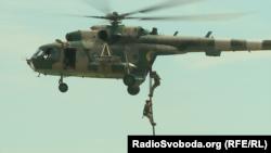 Безпарашутне десантування з вертольота українських морпіхів